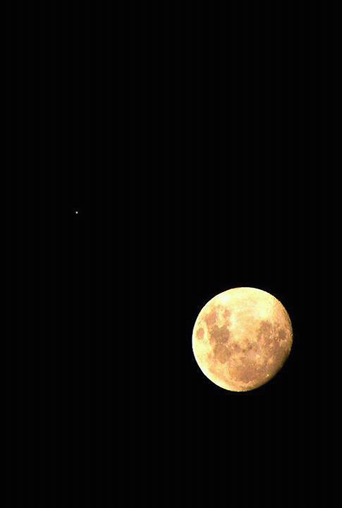 Debajo de tu piel vive la luna